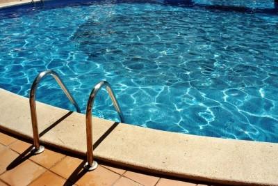 pool-1534215-639x426